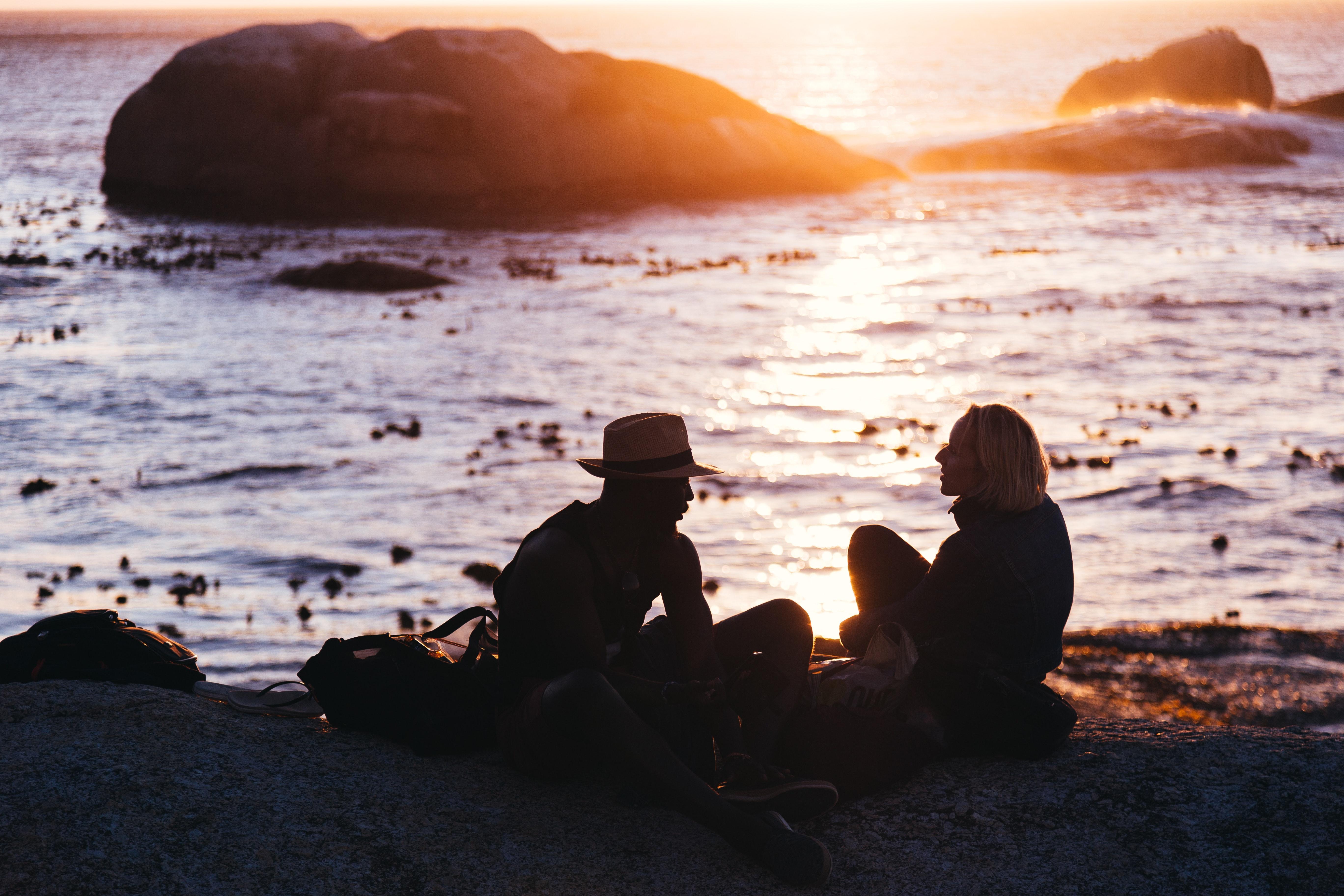 affection-beach-couple-1330808