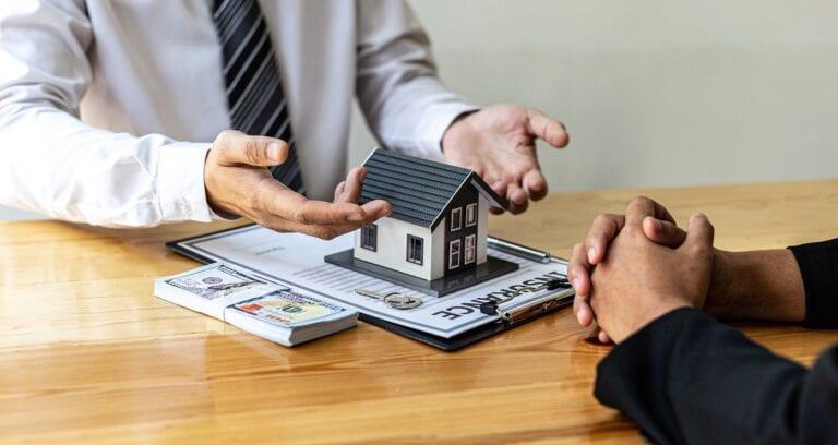 benefits-of-hiring-a-real-estate-agent-negotiation-768×408 (1)